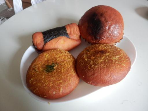 ちくわドッグ、味噌パン、旨辛カレーパン、大辛カレーパン