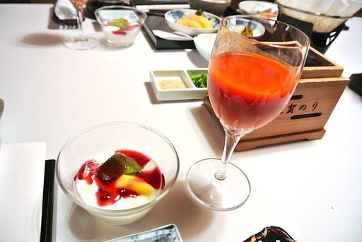 野菜ジュースとヨーグルト