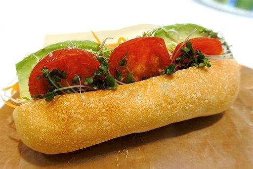 代々木上原の人気店、カタネベーカリーのパンを使ったサンドイッチ