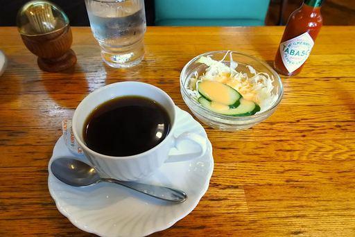 コーヒーとサラダ
