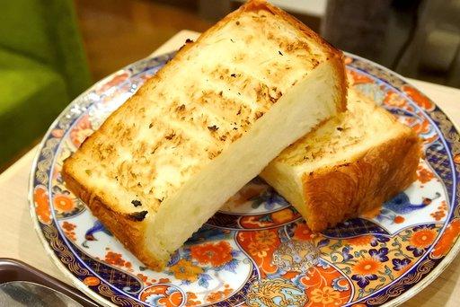 デニッシュ食パンのトースト
