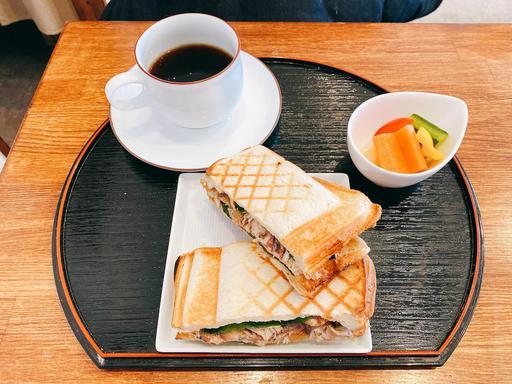 鯖味噌ホットサンドとコーヒー