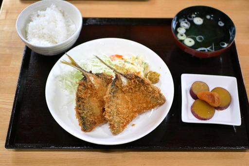 小田原漁港の脂ののったアジフライ定食