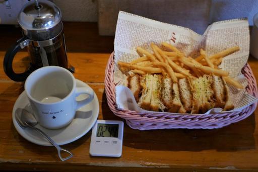 銀山カツサンドとフレンチプレスコーヒー